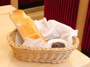 コメダ珈琲のモーニングC(トースト+おぐらあん)
